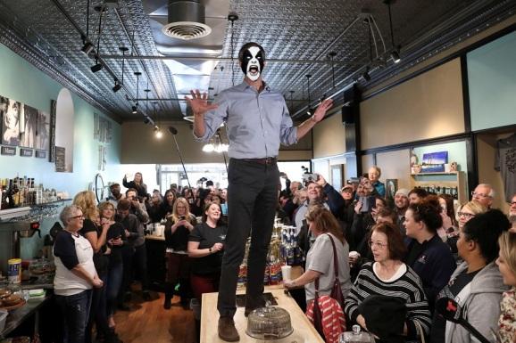 Image: Beto O'Rourke Campaigns in Burlington