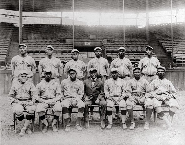 800px-St._Louis_Giants_National_Negro_League_(team_seated)